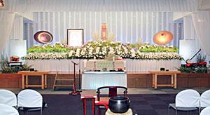 愛用の太鼓三味線をお飾りした祭壇